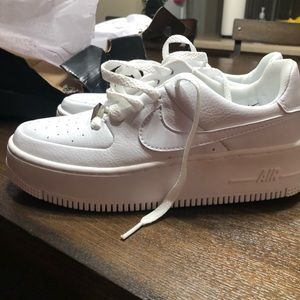 white air force 1 sage low